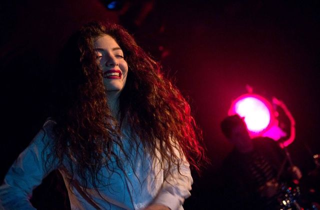 Lorde in Seattle (Image by Kirk Stauffer [CC-BY-SA-3.0 (http://creativecommons.org/licenses/by-sa/3.0)], via Wikimedia Commons)